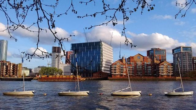 The new American Embassy in Battersea Nine Elms. - [Image credit – Curran2 / Wikimedia Commons]