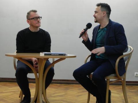 Spotkanie z Łukaszem Rondudą prowadził Wojciech Mazan (fot. Krzysztof Krzak)