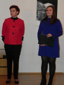 Jolanta Chwałek i Karolina M. Kowalska podczas wernisażu (fot. Krzysztof Krzak)