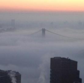 La nebbia avvolge Manhattan