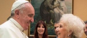 El Papa recibe a Estela y a toda su familia.