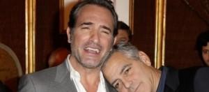 George Clooney apoya su cabeza en Jean Dujardin
