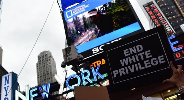 Proteste a New York contro i privilegi bianchi