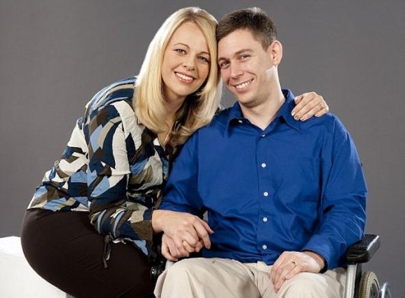 Martin a 49 anni insieme alla moglie Chelsea