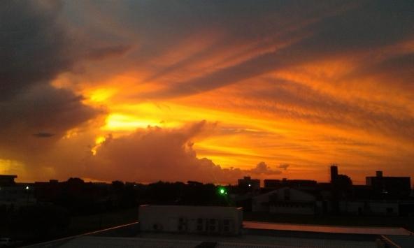 Mais um pôr do sol, mais um dia que se vai...
