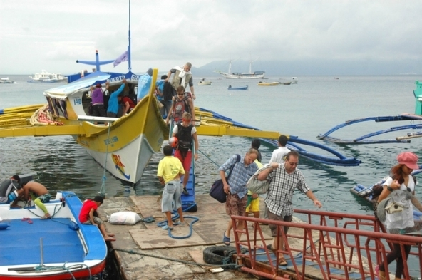 Débarquement au ponton de Sebang, Puerto Galera.