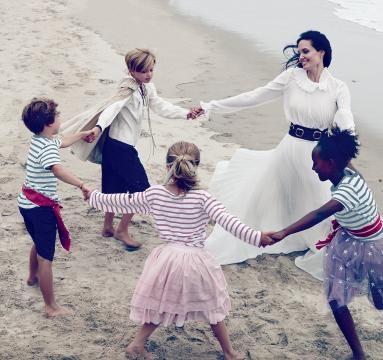 Angelina Jolie junto a sus hijos para Vogue