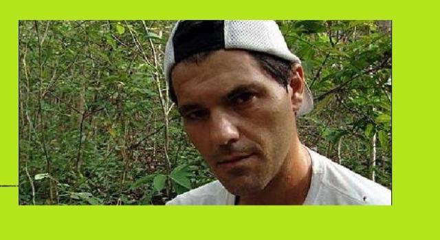 Foto de Frank Cuesta en la selva.