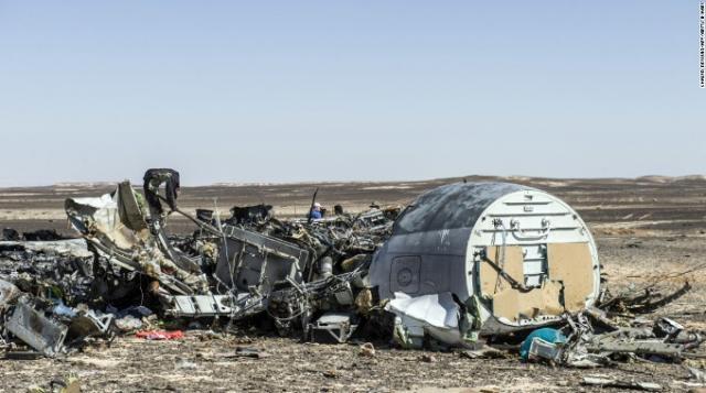 Parte del fuselaje del avión destrozado