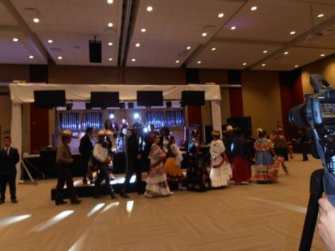 La noche fue amenizada por el baile regional.