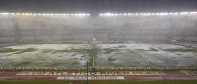 Campo demonstrava péssimas condições de jogo