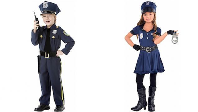 Menina fantasiada de policial sexy.