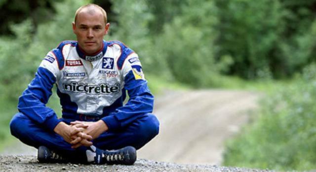 O piloto Richard Burns na era da equipa Peugeot