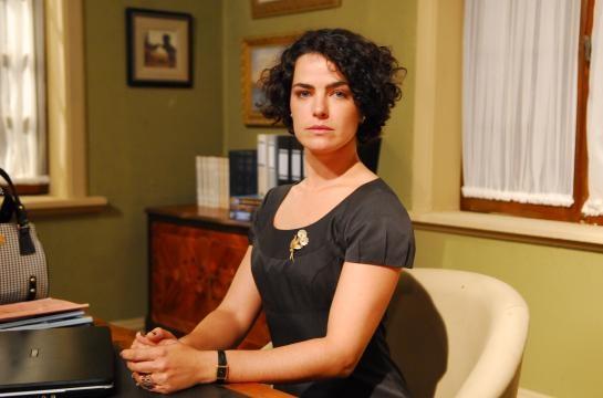 Ana Paula Arósio no seriado Na Forma da Lei