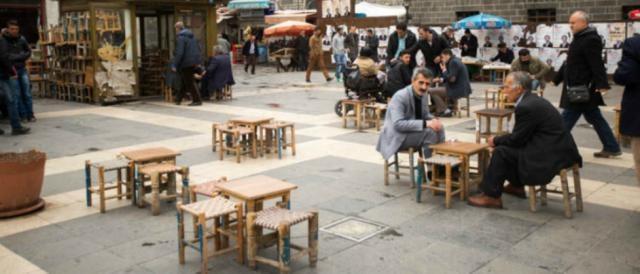 Scene quotidiane a Diyarbakir, in Turchia.