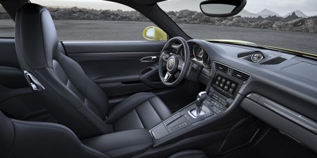 interni della nuova porsche 911 con DYnamic Boost