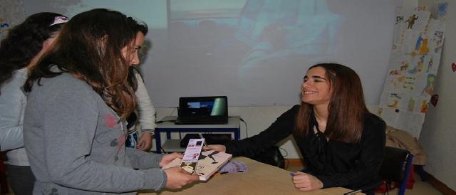 Maria Francisca numa sessão de autógrafos