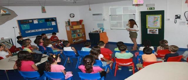 Maria Gama numa visita a uma escola
