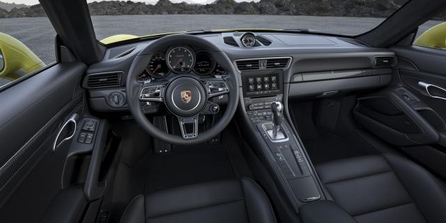 volante della nuova porsche 911 con DYnamic Boost