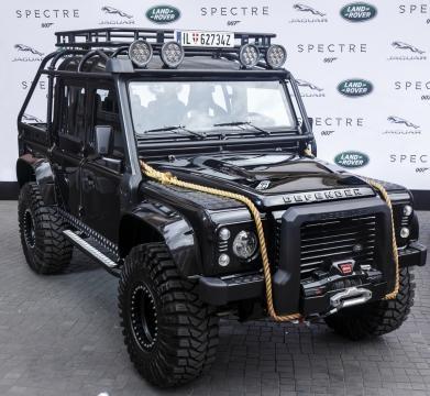 Land Rover Defender, el indestructible de Bond