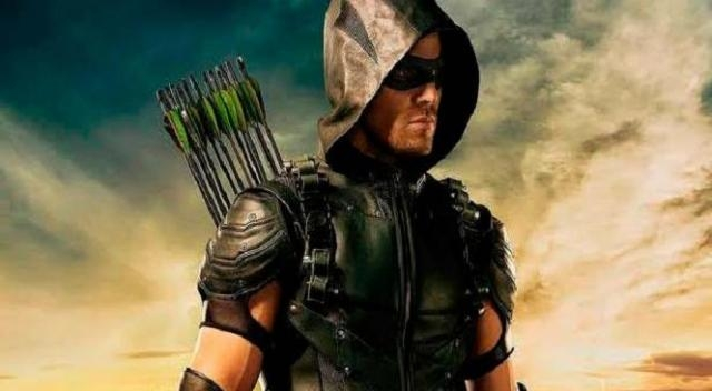 ¿El intérprete de Arrow abandonaría DC?