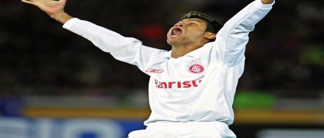 Gabiru grita alto depois do gol marcado