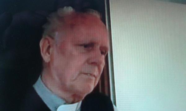 Il parroco che difende i preti pedofili