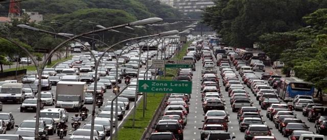 Congestionamento em rodovia de São Paulo