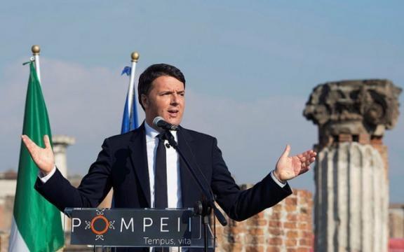 Renzi a Pompei parla di lavoro non di pensioni