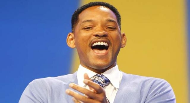 Will Smith plays Dr. Bennet Omalu in Concussion.