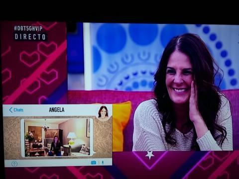 Ángela Portero atenta a su poesía dedicada