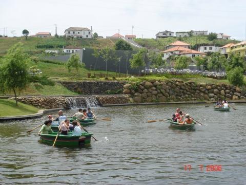 O lago, onde podemos passear nos barcos.