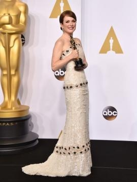 Julianne Moore vestida de Chanel