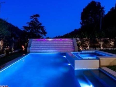 piscina casa nova Justin Bieber