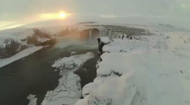Fotograma de un paisaje que aparece en el corto