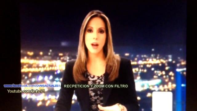 L'Ufo sfreccia alle spalle della giornalista tv.
