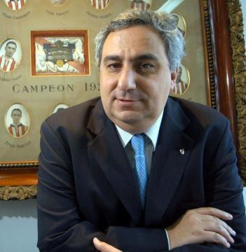 Aguilar, oscuro presidente de la institución