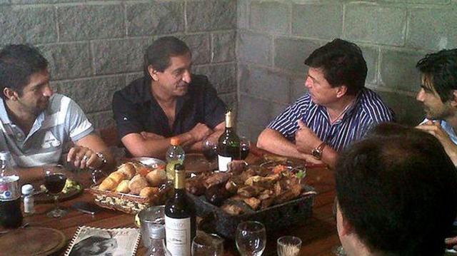 Ramón y Passarella, comiendo un asado