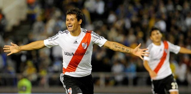 Mora y su estampa goleadora aparecieron el lunes