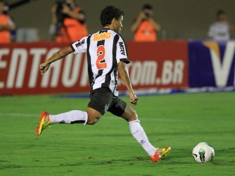O jogador Marcos Rocha, o melhor da partida.