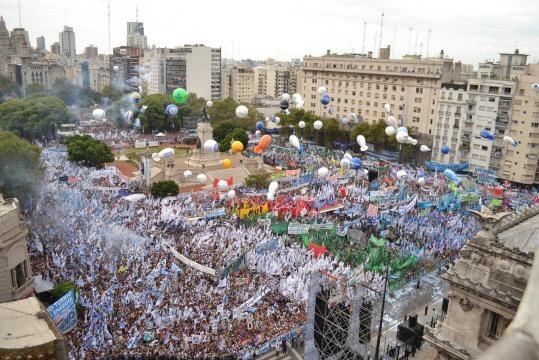 400 000 personas colmaron la plaza del Congreso