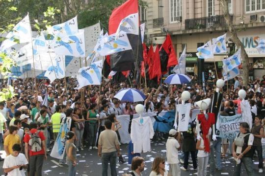Las columnas de manifestantes aguantaron el clima