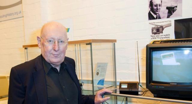 Sir Clive Sinclair hoy, con el ayer vigente