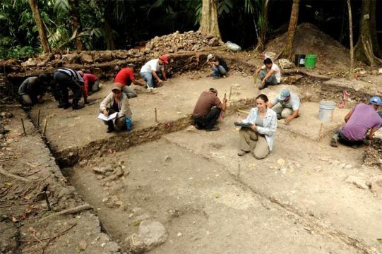 Excavación del sitio arqueológico maya de Ceibal