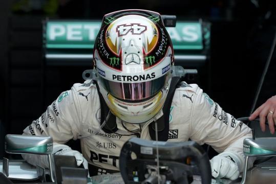 Hamilton segundo en Malasia. Alonso abandono