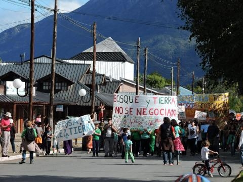 Marchas y movilizaciones sociales buscan firmas