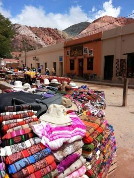 Mercado en la plaza de Purmamarca