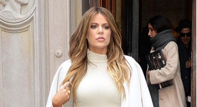 Khloé Kardashian también se cambió a rubia