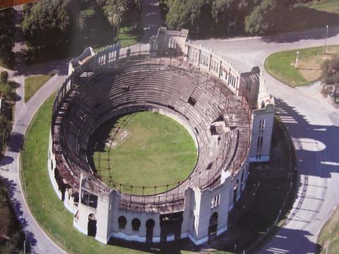 Vista aérea de la Plaza de Toros en Colonia