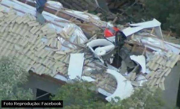 O helicóptero caiu sobre uma casa em São Paulo